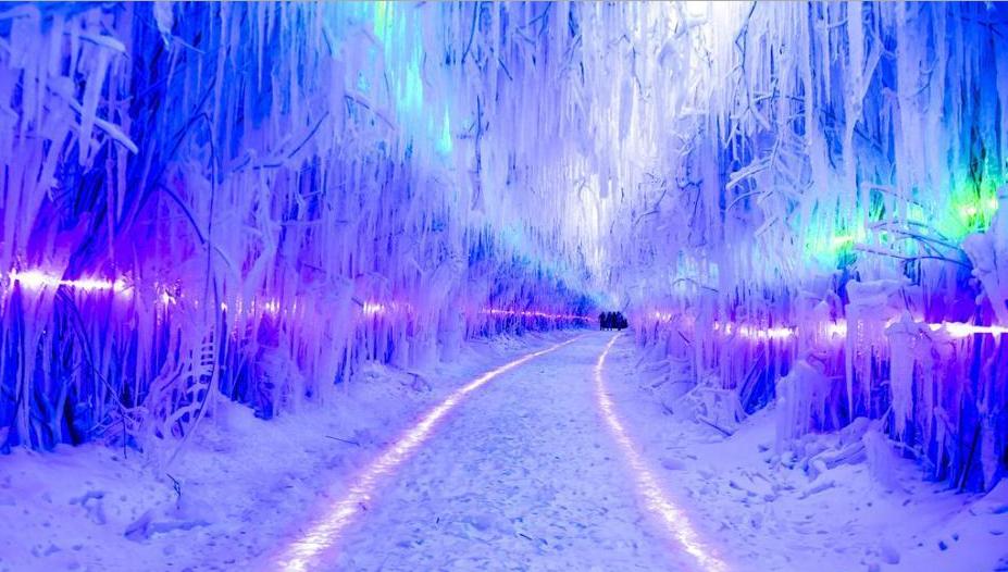 吉林雪村现两百米冰窟 步入其中犹如魔幻仙境