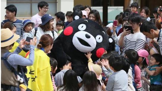 """日本各地""""撒豆""""迎新春 熊本熊卖萌祈福"""